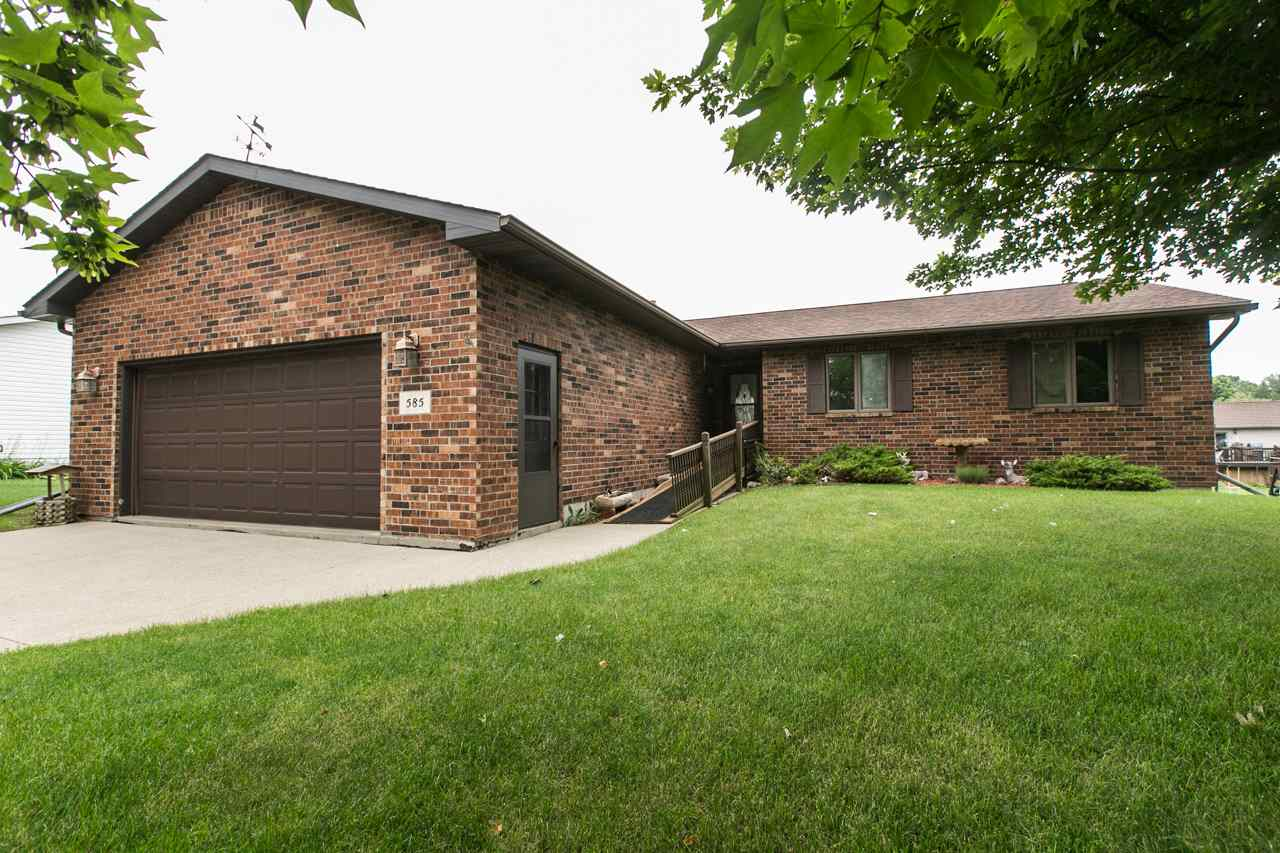 585 Maple Ridge Street Peosta Ia Residential Mls 135429